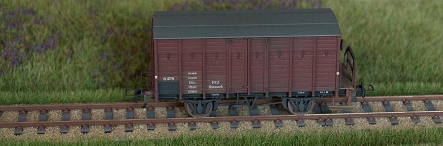 Patineret model af FFJ Q 379 på Fremo-modul med hede