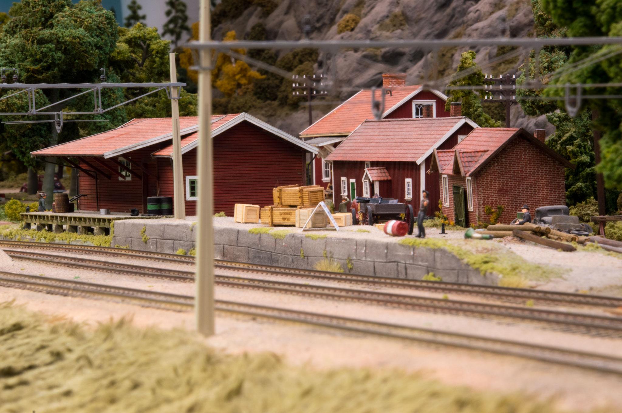 Pakhuset i Bredfors (Forbillede: Älvängens magasin Bergslagens Järnvägar)