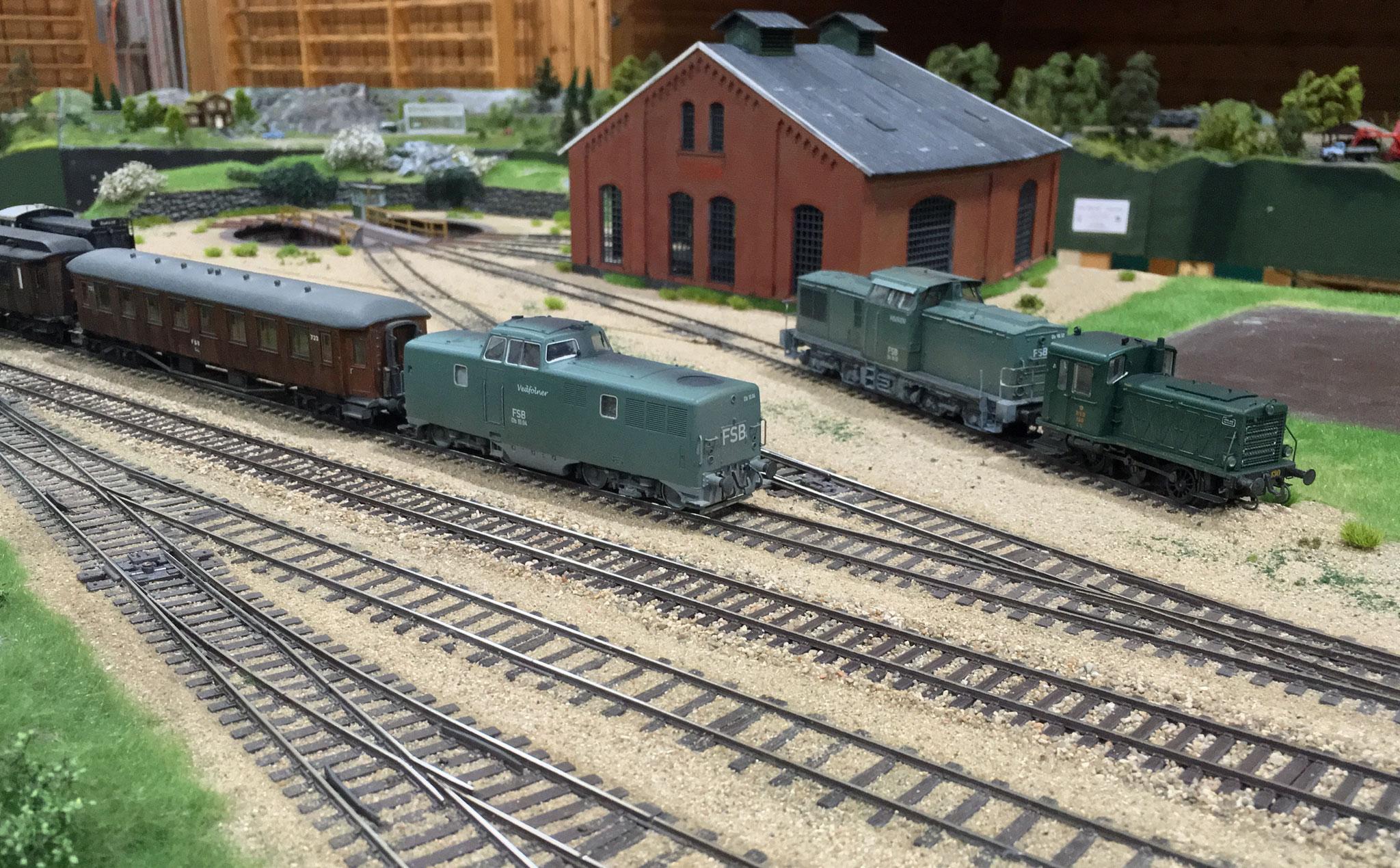 Maskiner afventer tjeneste på Almbag station