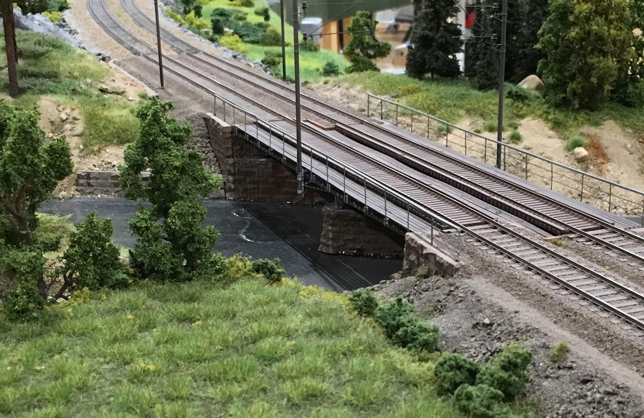 Modul med bro på dobbeltsporet strækning