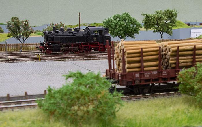 Damplokomotivet DB 64 141 på godsareal