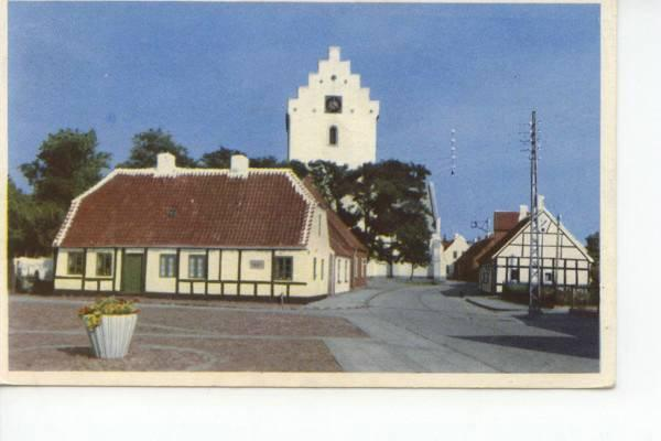 Klostertorvet med det gamle rådhus i forgrunden og kirken i baggrunden