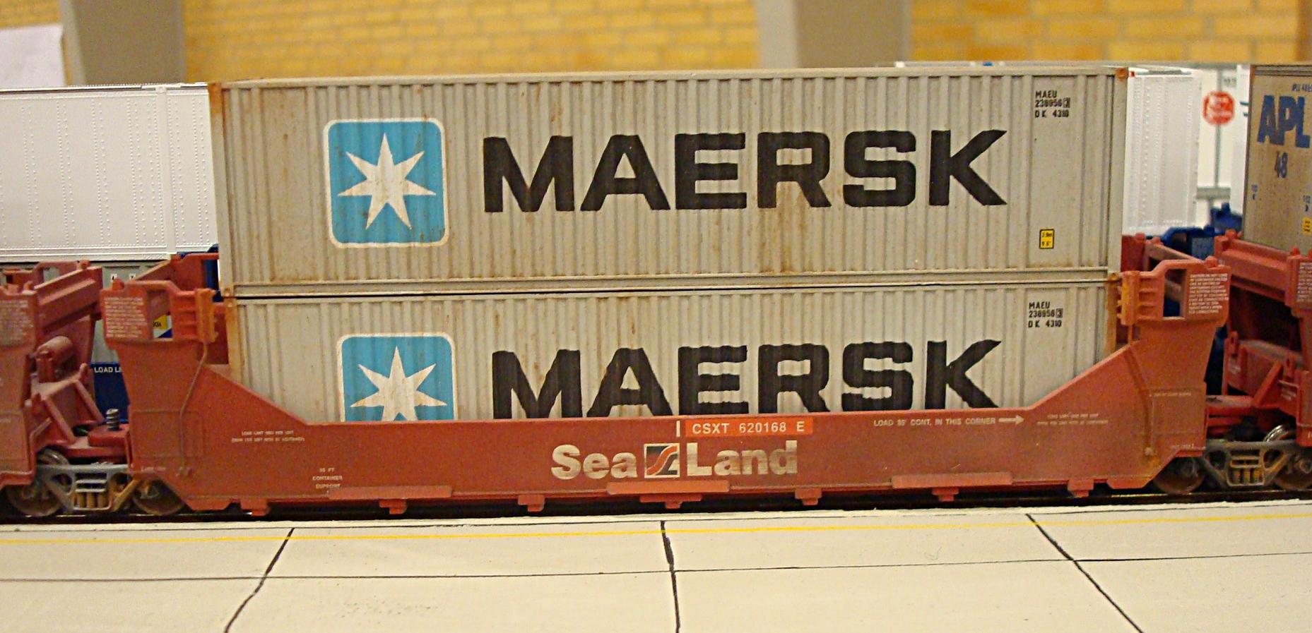 Mærskcontainere i gondolvogn