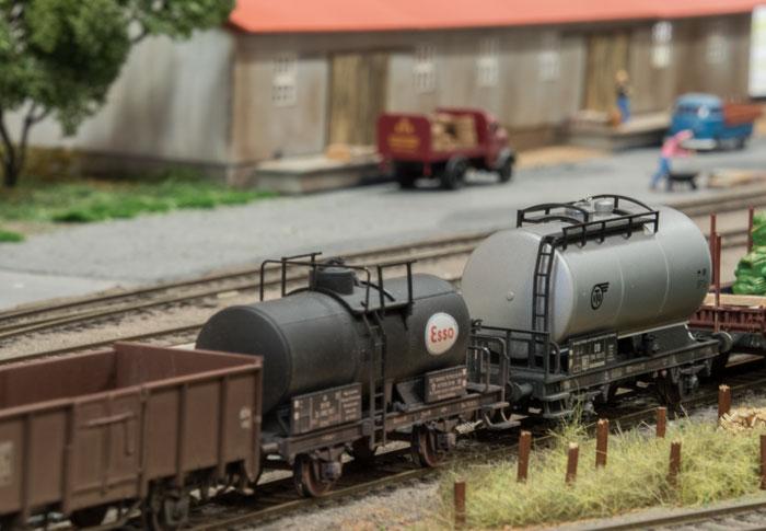 Henstillede godsvogne på Vamdrup station