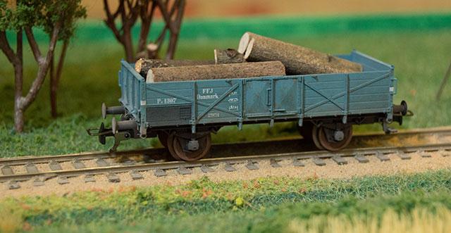 FFJ 1307 lastet med træ i Vårst