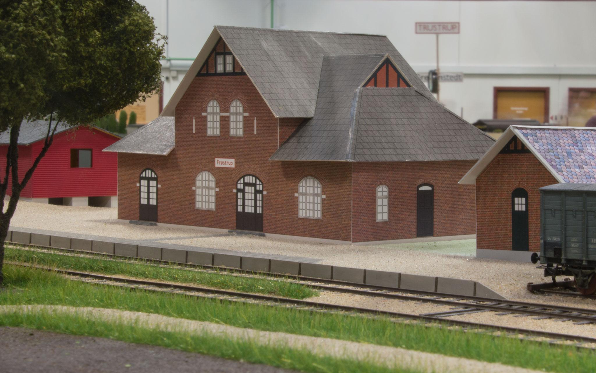 """Frøstrup har nu fået tilføjet en del bygninger og """"landskabet"""" tager form"""