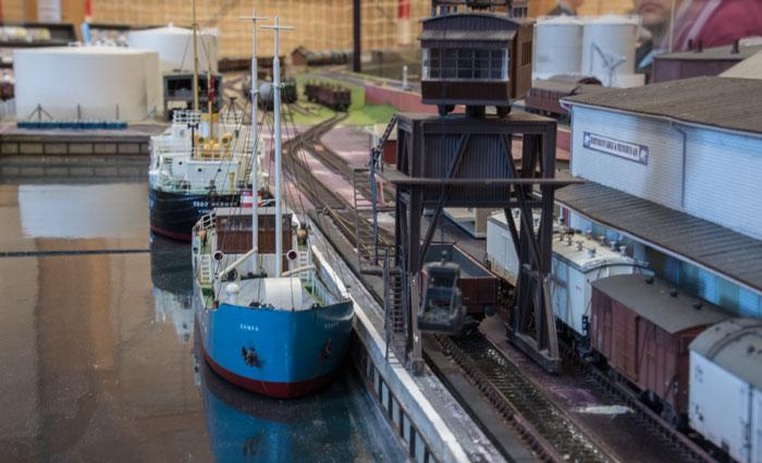 En utrolig flot model af et fragtskib på Hirtshavn