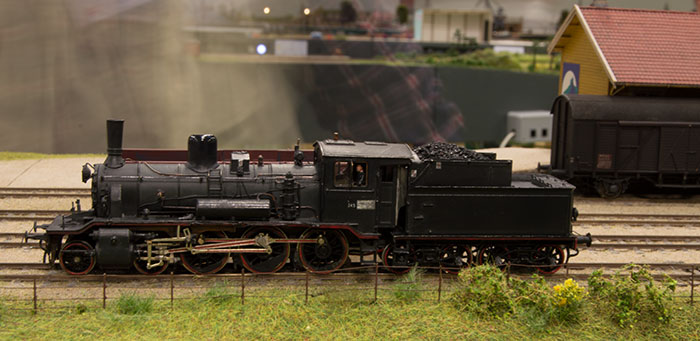 Håndbygget norsk damplokomotiv