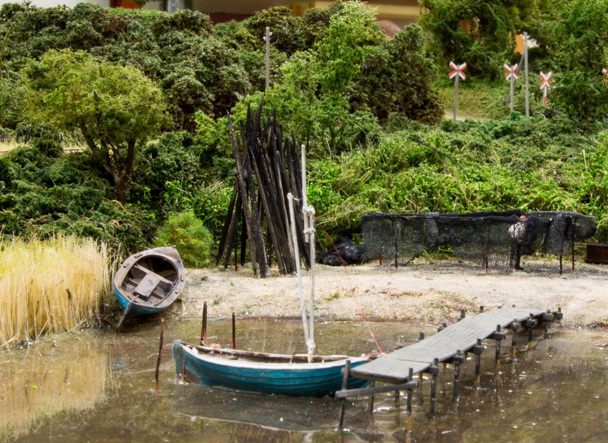 Henrik Poulsens moduler med broen over Næsset ved Horsens har fået tilføjet en del flere detaljer siden sidst:  her en badebro
