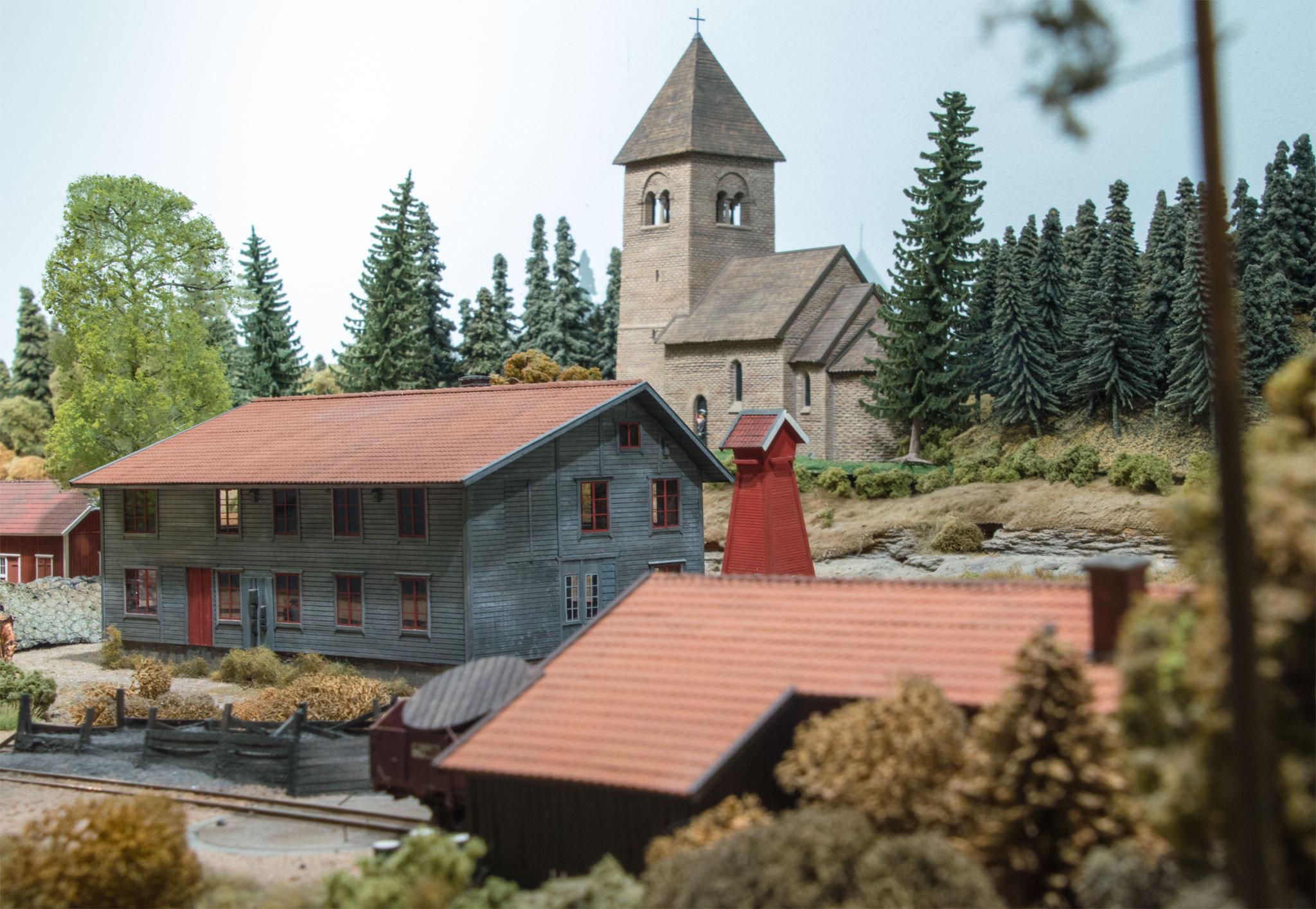 Remisemiljø i Kvarstad med kirken i baggrunden