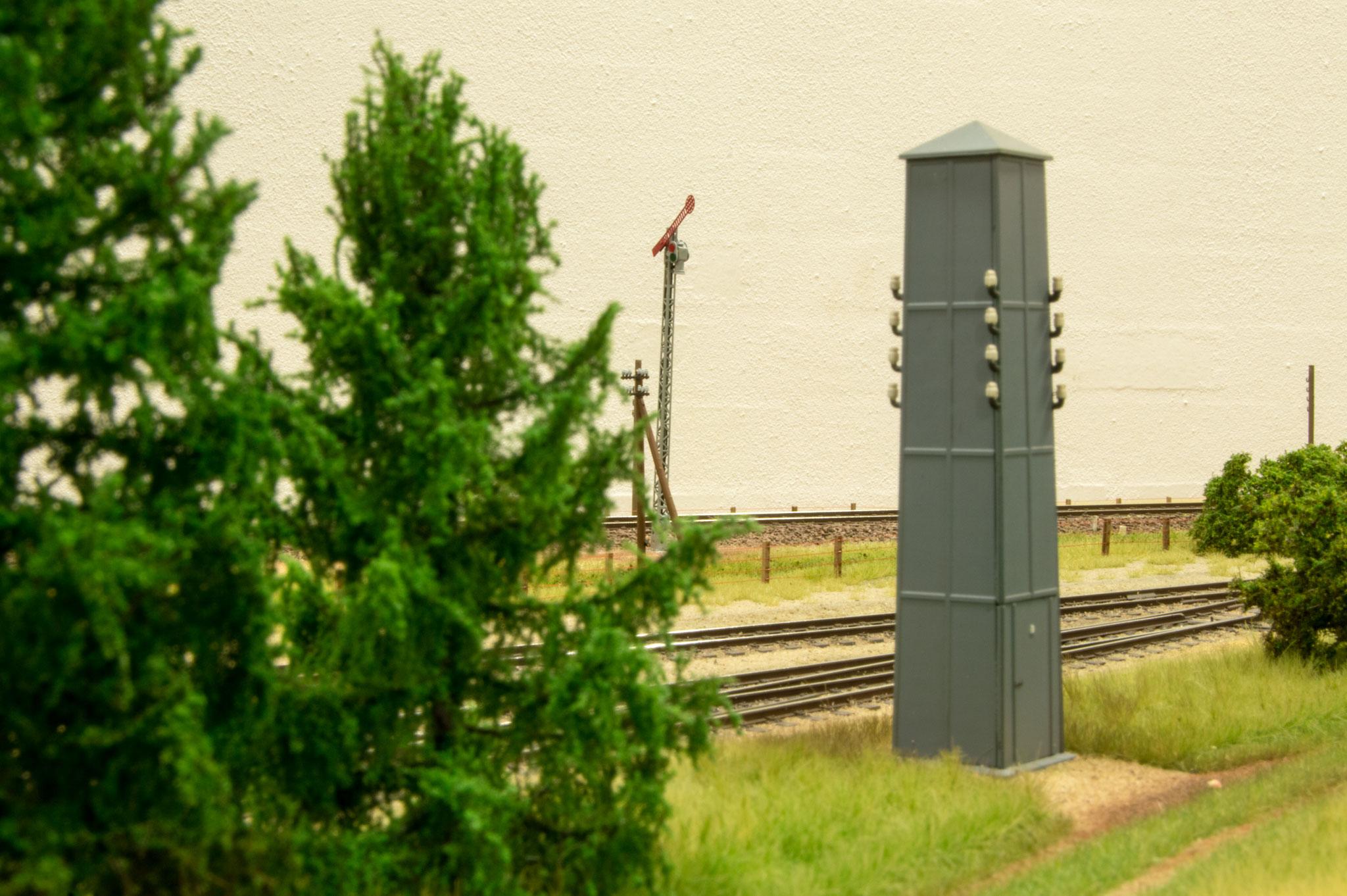 Sidste Søbylundbillede er af en transformatorstation med armsignal i baggrunden