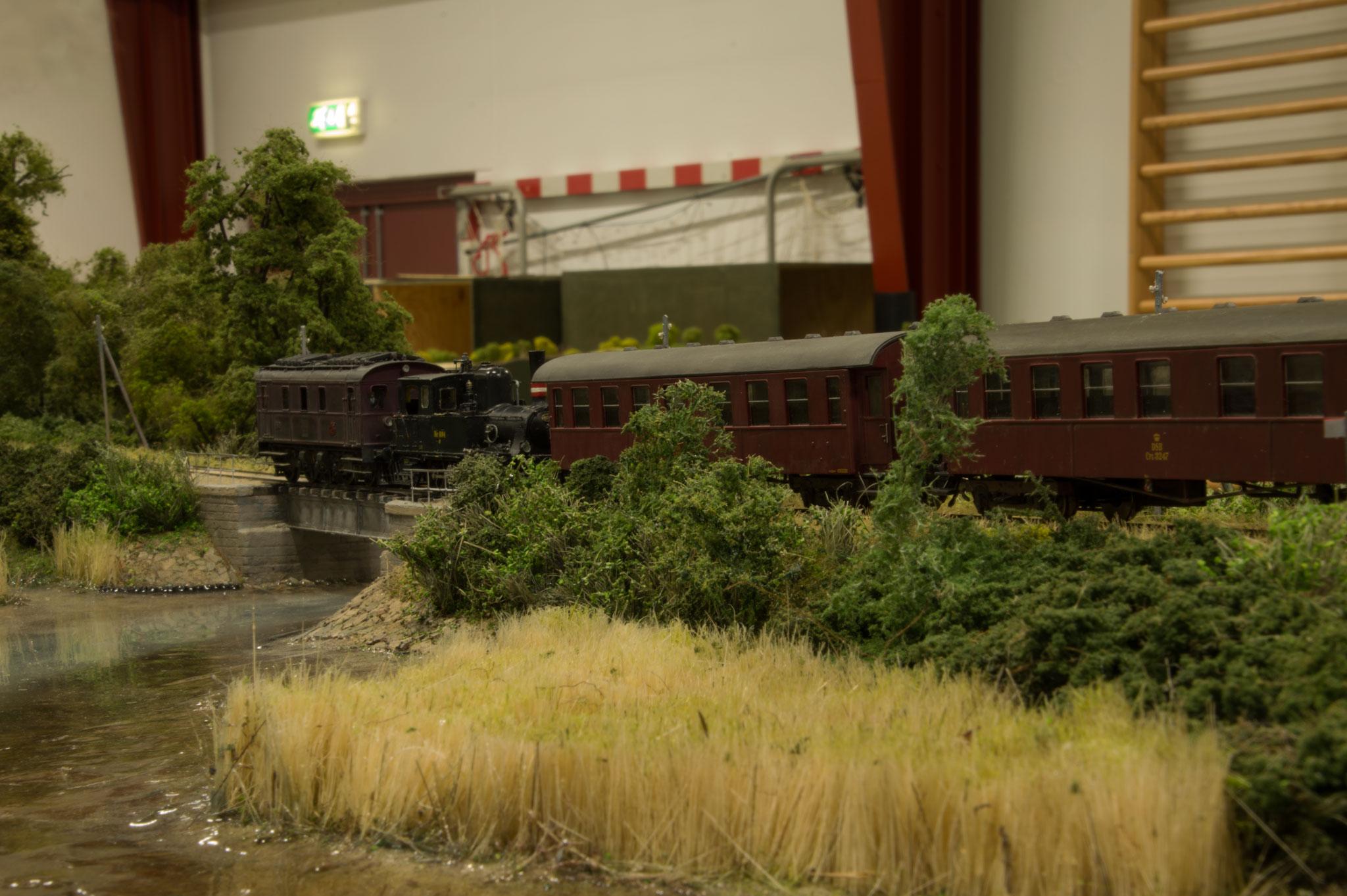 DJKs udflugtstog på Henrik Poulsens moduler med Næsset ved Horsens